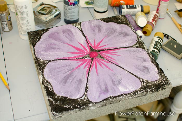 paint a stepping stone into a flower, FlowerPatchFarmhouse.com (8 of 23)