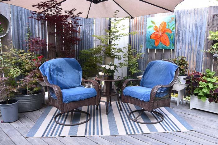 outdoor decor with blue striped polypropylene rug