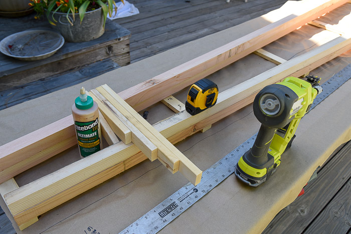 lumber and tools to build diy tomato support